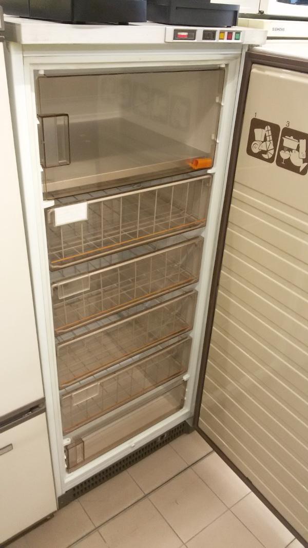 Congelatore verticale venduto il supermercatino dell 39 usato for Congelatore verticale a