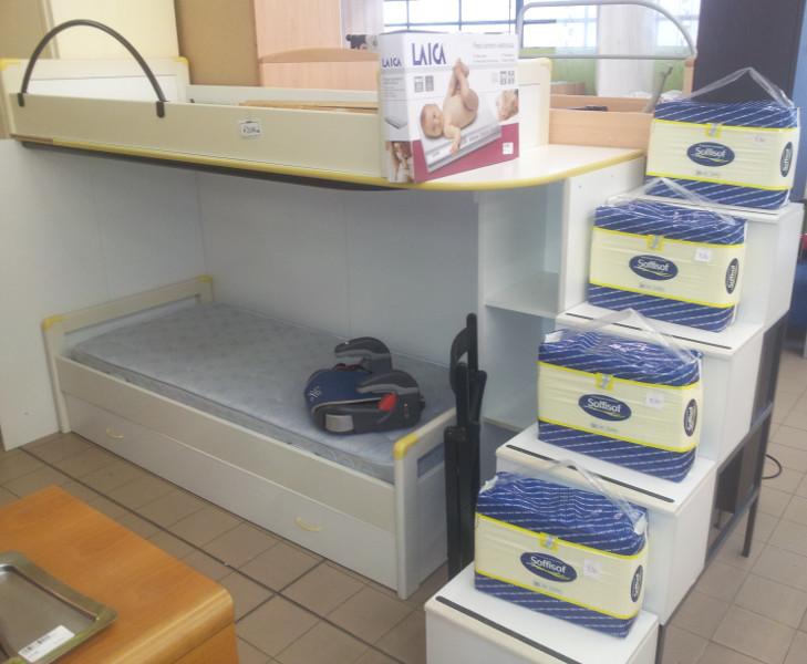 Struttura letto a soppalco con tre letti e scala contenitore venduta il supermercatino dell - Letto a soppalco usato ...