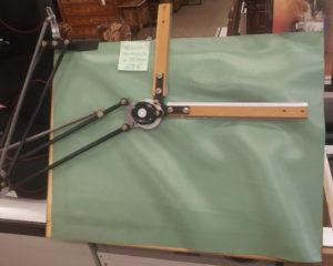Vecchio tecnigrafo da tavolo - 69 €