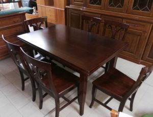 Tavolo in legno allungabile 130/170/210 x 85 - € 169  n.6 sedie in legno € 179
