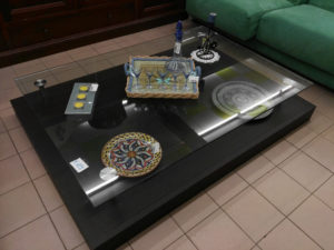 Tavolino basso con piano in vetro140x100 - € 105