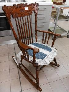 Sedia a dondolo in legno 89 €