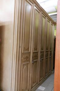 Armadio classico 5 ante, specchi e cassettiera interni 308 cm, h. 265 - € 199