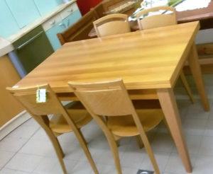 Tavolo rettangolare allungabile 130/170/210 x 80 cm - € 124,90 cm. 4 sedie abbinabili - 99 €