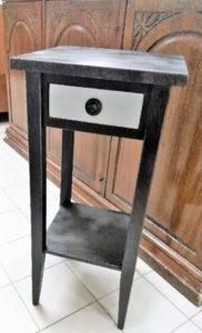 Colonnina nero/argento con cassettino 32x32 h.70 cm. - 69 €