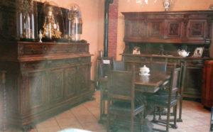 Soggiorno stile Rinascimento Tavolo con 6 sedie € 460 Credenza 230 x 57 h.195 cm. – € 430 Credenza 230 x 57 h. 217 cm. – € 460