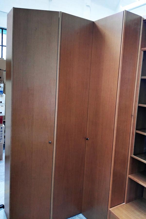 Armadio angolare in legno (Venduto) | Il SuperMERCATINO dell\'Usato