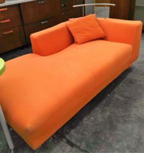 Dormeuse in tessuto arancione completamente sfoderabile 170 x 90 cm.- 59 €