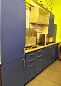Cucina lineare componibile e modificabile su tre pareti per un totale di 7.5 metri lineari, completa di tutti gli elettrodomestici - 849 €