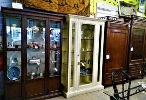 vetrinette e vecchi armadi