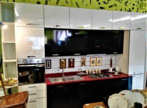 Cucina lineare modificabile, compresa di tutti gli elettrodomestici l.390 cm. h. 262